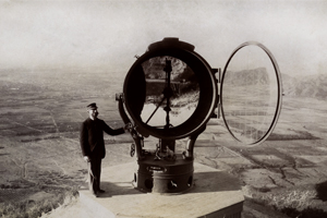 Giant searchlight at Mount Lowe (MPC M12-11-2)