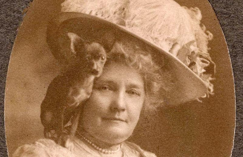 PHS16-23 Eva Fenyes with dog