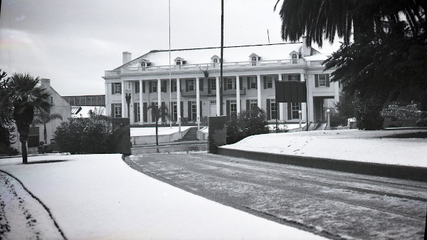 Pasadena Elks Club covered in snow, January 15, 1932 (Flag Collection, 2-69-127)