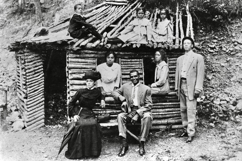 Family of Dan Woods, uncle of Benjamin McAdoo (Black History Collection, BH-L-24-9).