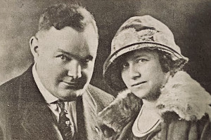 This photograph of Mr. and Mrs. Clarence Day was published with the original article.